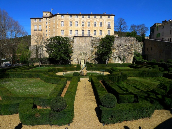 Château Entrecasteaux with gardens by Le Nôtre